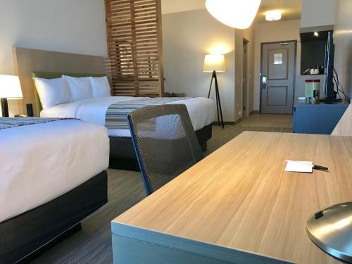 Un ou plusieurs lits dans un hébergement de l'établissement Country Inn & Suites by Radisson, Page, AZ