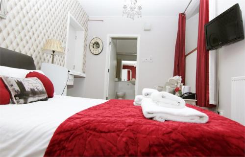 A bed or beds in a room at Rosemount Palace