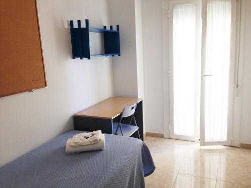 Cama o camas de una habitación en Residencia Universitaria Cadiz Centro