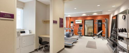 The fitness centre and/or fitness facilities at Home2 Suites by Hilton Saratoga Malta