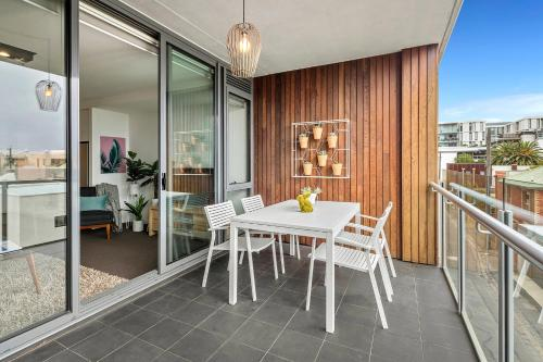 A balcony or terrace at Beach Apartment Port Melbourne