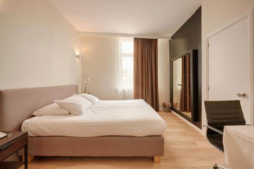 A bed or beds in a room at Hotel 't Putje