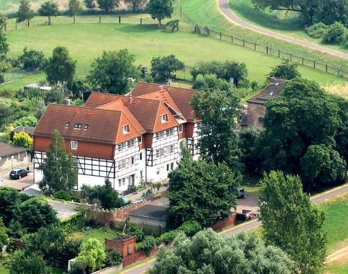 Blick auf Hotel ELBRIVERA Alt Prester aus der Vogelperspektive