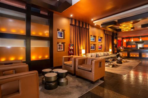 The lounge or bar area at Sandman Suites Vancouver on Davie