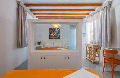 A kitchen or kitchenette at Giannoulis Hotel