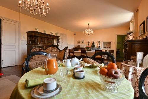 Breakfast options available to guests at Chambres d'Hôtes Aire Berria