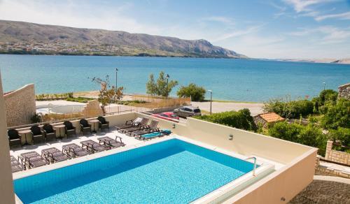 Vista sulla piscina di Hotel Meridijan Adults Only o su una piscina nei dintorni