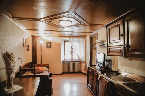 A kitchen or kitchenette at Ristorante Residence Giardini