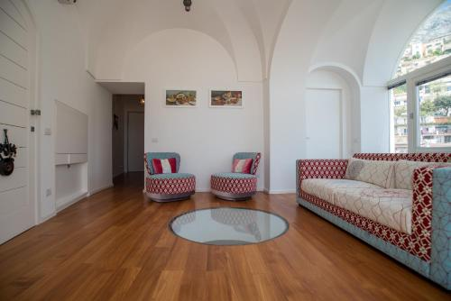 A seating area at Villa Theile