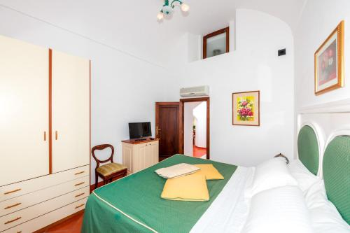 A bed or beds in a room at Casa Chiesa Nuova