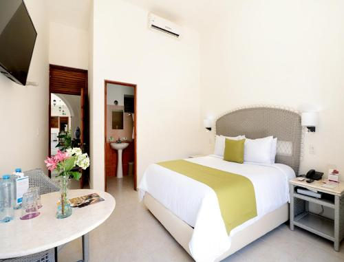 A bed or beds in a room at Mision Campeche