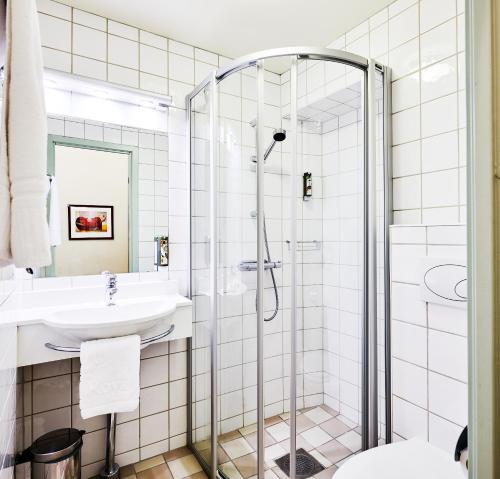 A bathroom at Hotel Royal