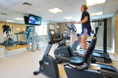 The fitness center and/or fitness facilities at Novotel Leuven Centrum