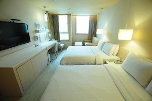 康橋商旅- 光榮碼頭房間的床