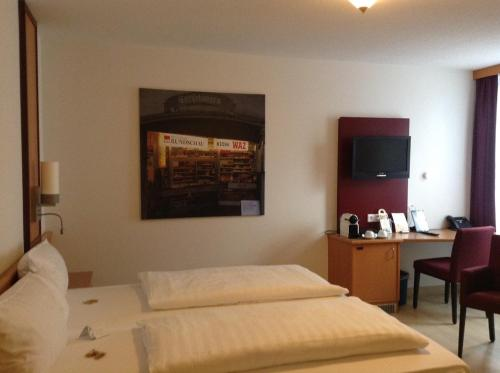 A bed or beds in a room at Akzent Hotel-Restaurant Albert
