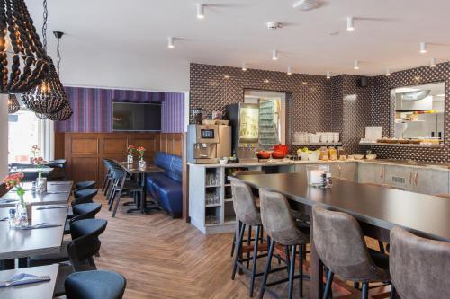Een keuken of kitchenette bij Best Western Hotel Den Haag