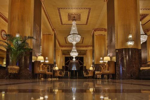 The lobby or reception area at Hilton Milwaukee City Center