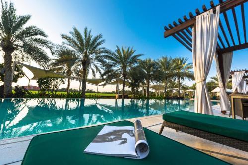 Бассейн в Meliá Desert Palm Dubai или поблизости