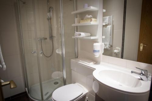 Ein Badezimmer in der Unterkunft Ruser's Hotel