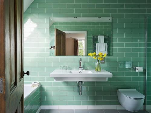 A bathroom at Cotswold Grange