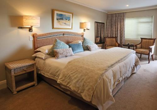 A bed or beds in a room at Serendipity Country House & Restaurant