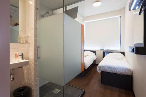 Krevet ili kreveti u jedinici u objektu easyHotel Amsterdam City Centre South