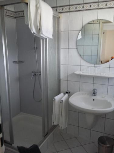 Ein Badezimmer in der Unterkunft Haus Marquet