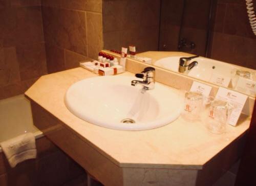 A bathroom at Hotel RL Anibal