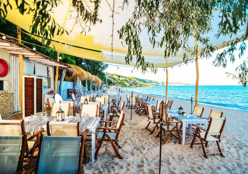 A restaurant or other place to eat at Thracian Cliffs Golf & Beach Resort
