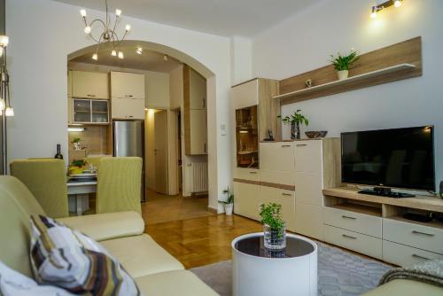 TV a/nebo společenská místnost v ubytování Yellow Bike Apartment