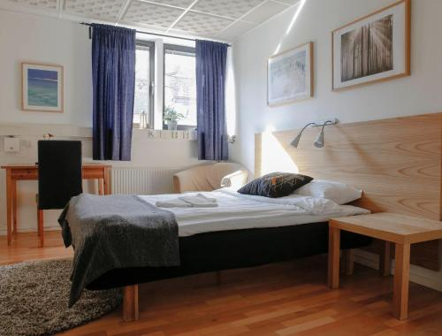 A bed or beds in a room at Arkipelag Hotel & Brewery