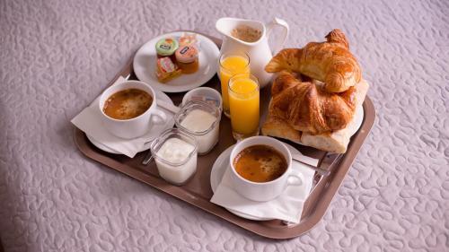 Options de petit-déjeuner proposées aux clients de l'établissement Hôtel Napoléon