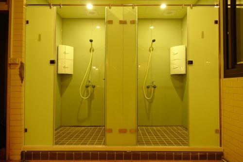 A bathroom at Petite Hostel