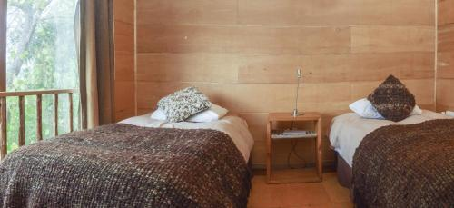 A bed or beds in a room at Palafito Cucao