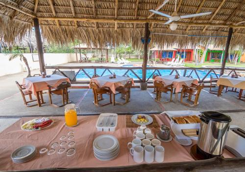 Un restaurante o sitio para comer en Hotel Guanacaste Lodge
