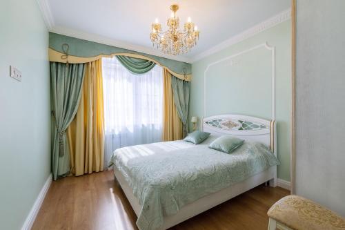 Кровать или кровати в номере Apart-Ligov