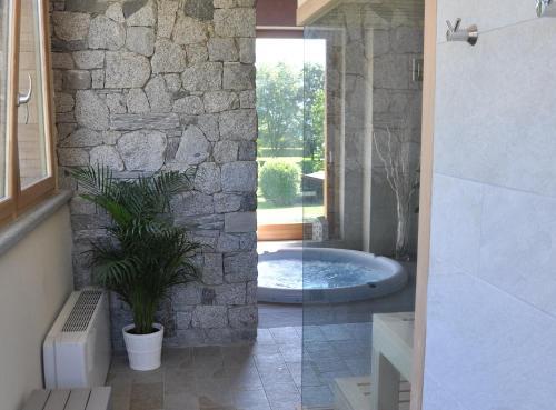A bathroom at Tullio Hotel
