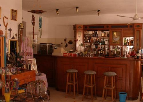 Ο χώρος του lounge ή του μπαρ στο Hotel Alexandros