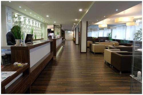 The lobby or reception area at Motel Plus Berlin