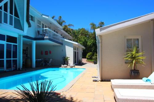The swimming pool at or close to Southern Cross Guesthouse