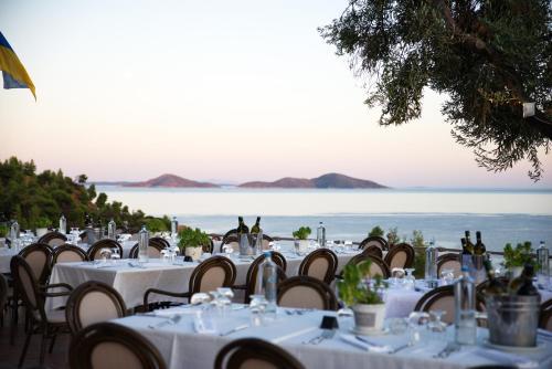 Restoran ili drugo mesto za obedovanje u objektu Alonissos Beach Bungalows And Suites Hotel