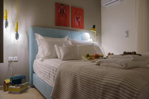 A bed or beds in a room at Alexandroupolis Like Home 4