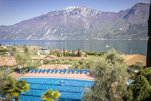A view of the pool at Hotel Saturno or nearby