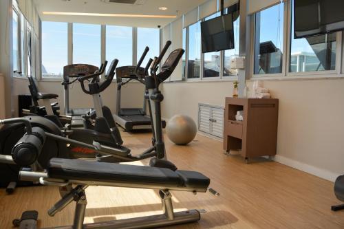 The fitness center and/or fitness facilities at Novotel Rio de Janeiro Barra da Tijuca