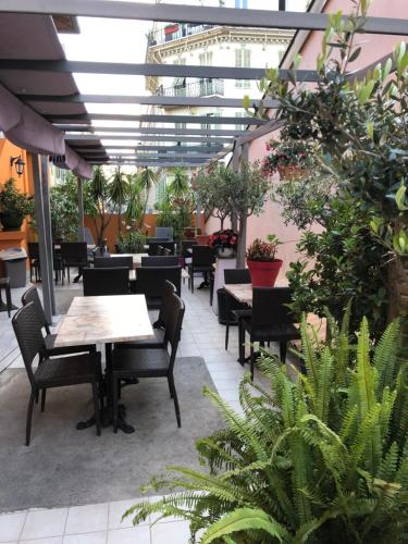 A restaurant or other place to eat at Hotel Lepante