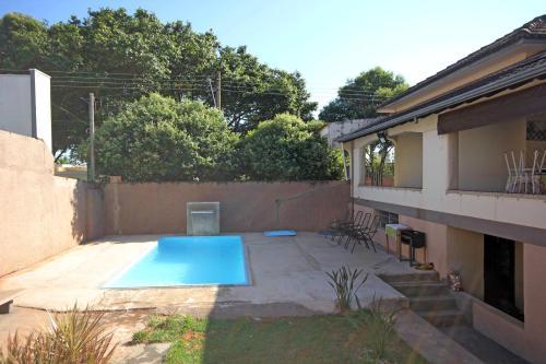 A piscina localizada em Pousada Recanto do Sol ou nos arredores