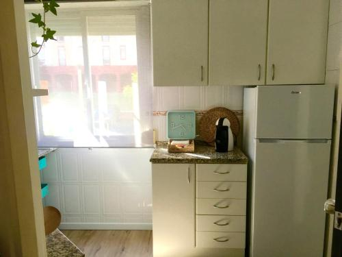 A kitchen or kitchenette at Lisbon Woods House II