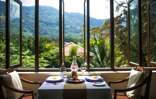 A restaurant or other place to eat at Poulo Condor Boutique Resort & Spa