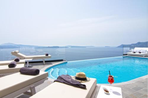 Piscine de l'établissement Santorini Secret Suites & Spa, Small Luxury Hotels of the World ou située à proximité