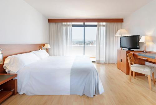 A bed or beds in a room at Hotel Palma Bellver , Affiliated by Meliá